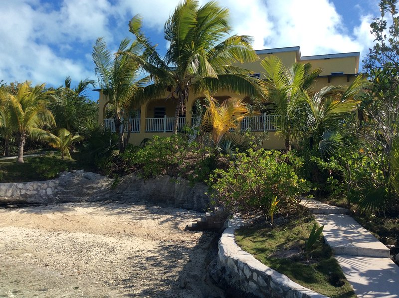 Stunning Beach Property on Moriah Harbour with Boat Dock & Breathtaking Views, casa vacanza a Salt Pond