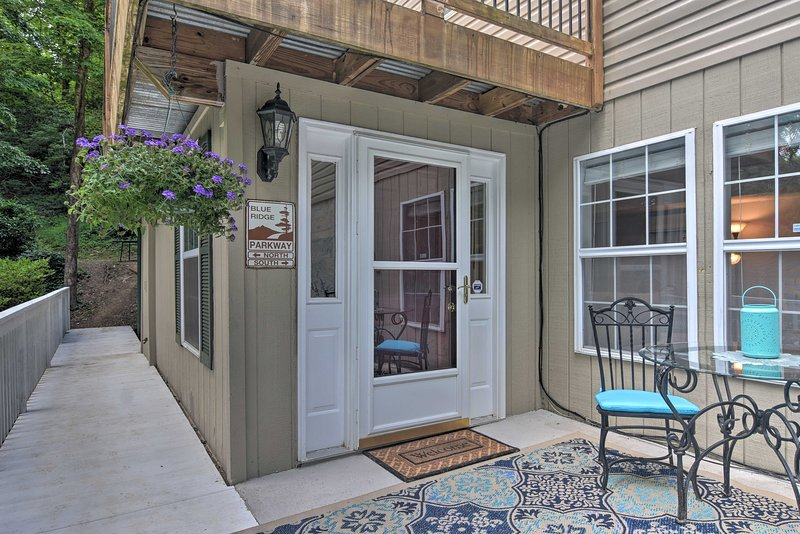 This Fairview vacation rental apartment is perfect for your group of 4.
