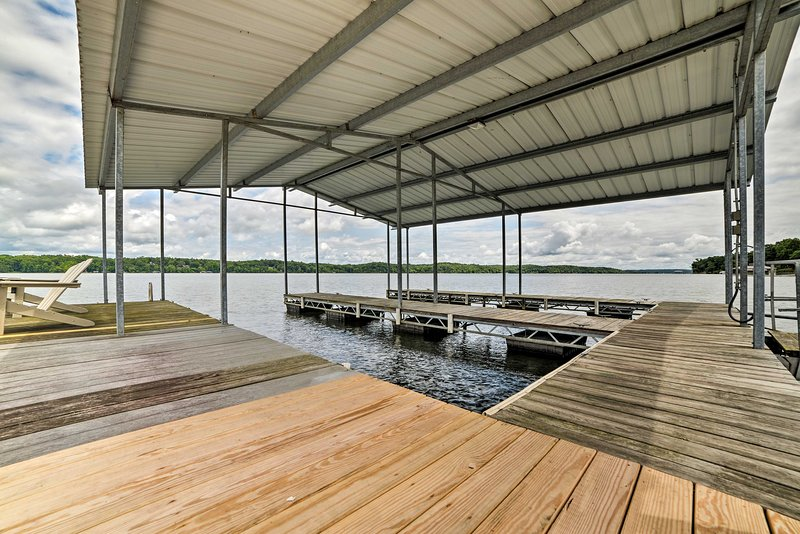 Up to 8 guests can enjoy a dual boat dock for fishing and swimming.