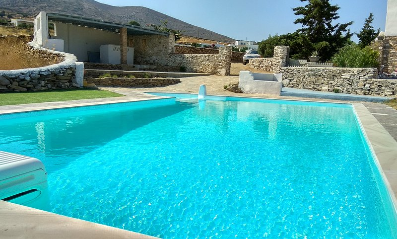 Elysium Paros 3 bedroom house, Ferienwohnung in Lefkes
