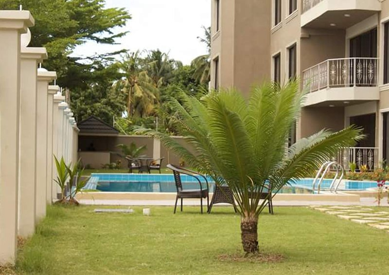 Luxury Beach Front Apartments with Swimming Pool, holiday rental in Mafinga