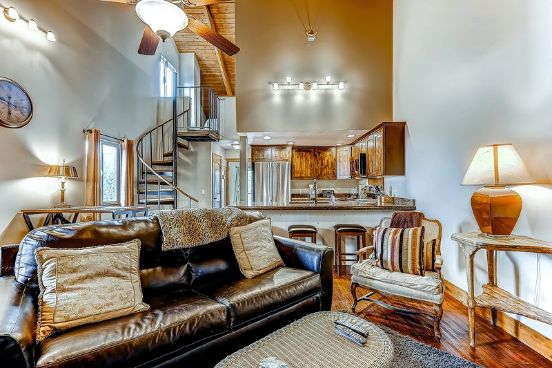 Condo with shared seasonal hot tub; walk to Park City Resort & ski lifts! Chalet in Park City