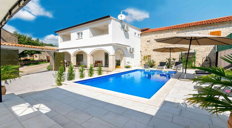 Villa Martin with traditional Istrian touch, holiday rental in Kringa