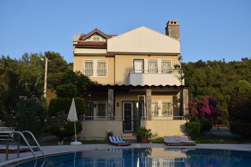 Villa Maria I - 3 Bedroom Villa with Pool and WIFI, holiday rental in Yaniklar