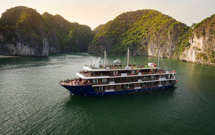 Halong - Lan Ha LaPandora 4 Star Cruise, holiday rental in Hanoi