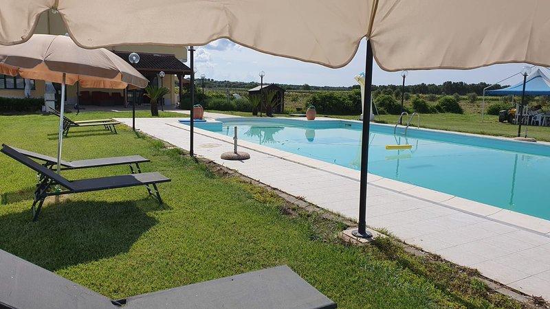 Beautiful bungalow with shared pool, holiday rental in Marina di Pulsano