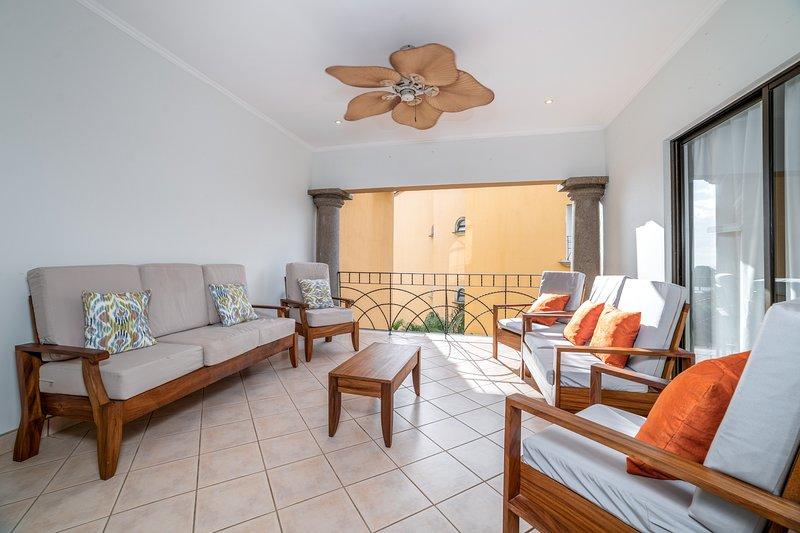Enjoy the balcony & the warm summer breeze!