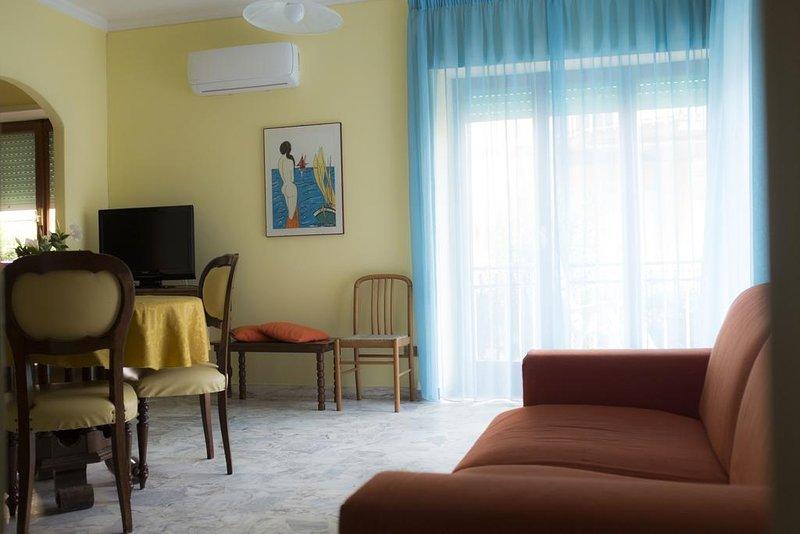 Amazing apt for 10 holidaymakers, holiday rental in Sperlonga
