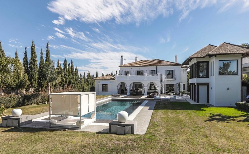 Villa on San Roque Golf Course Sotogrande with private Pool close to the beach, holiday rental in Sotogrande