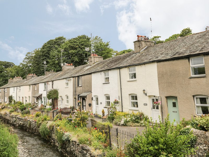 HERDWICK COTTAGE, a former mill worker's cottage, with two bedrooms, and, holiday rental in Cark