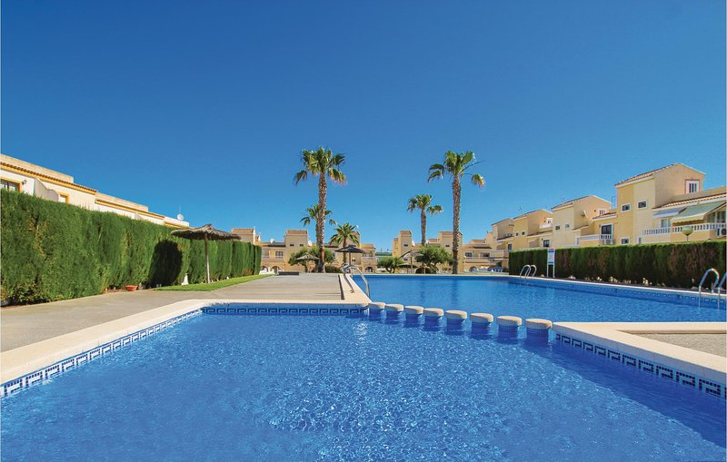 Beautiful home in Gran Alacant, St. Pola with Outdoor swimming pool, WiFi and Ou, location de vacances à El Altet