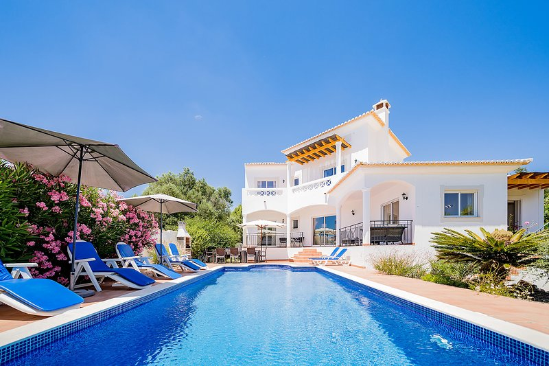 Villa with free Wi-Fi | A/C | private pool | garden [RLUZ20], holiday rental in Espiche
