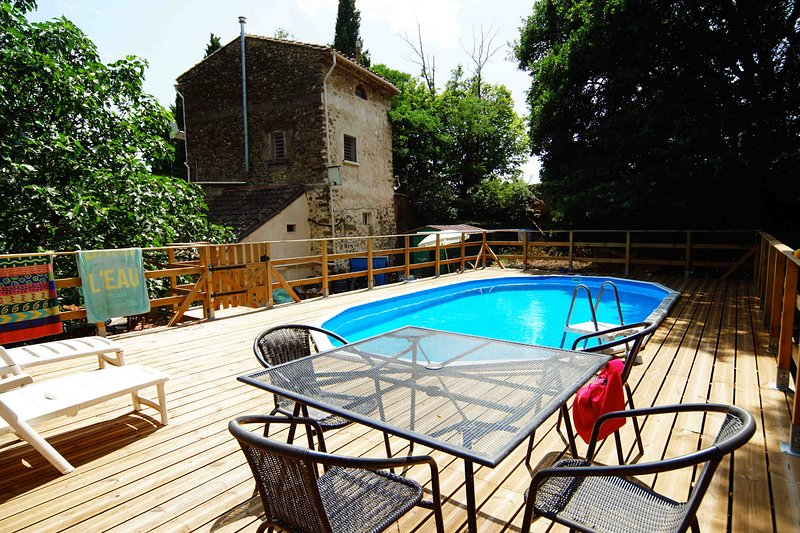 Eco-friendly gite with pool, in woodland setting, Ferienwohnung in Laurens