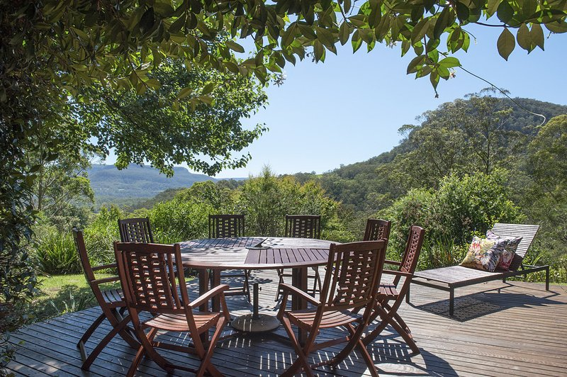 Taliesin - Beautiful 4 bedroom home with amazing views!, holiday rental in Budgong