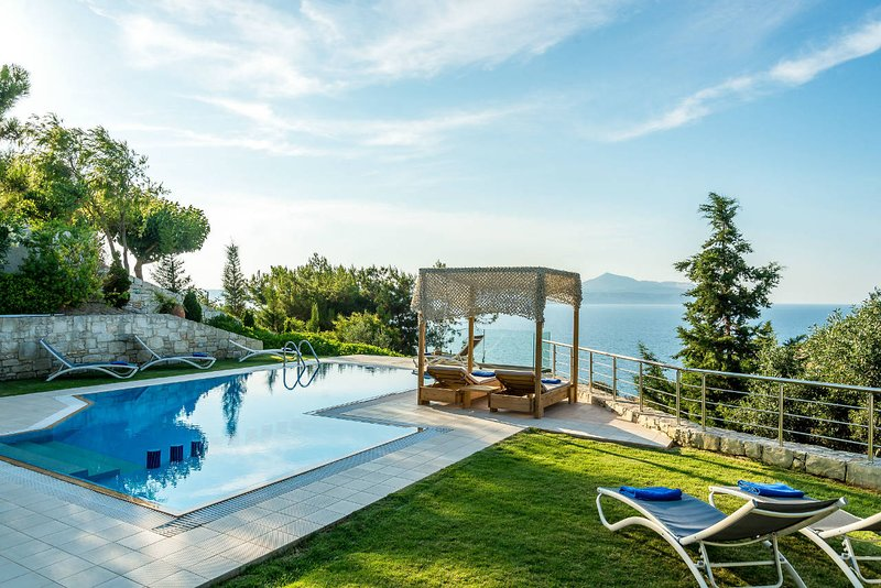 A high aesthetic luxury villa with heated pool, holiday rental in Chania Town