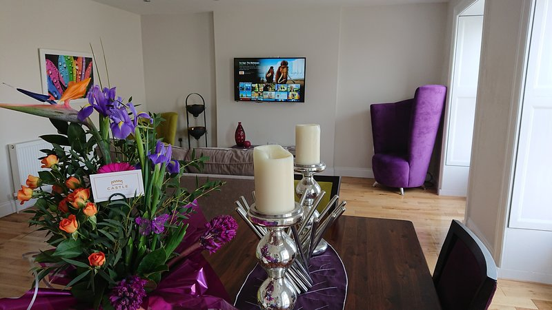 Modern, Self-Catering Apartment with Stunning Views of Castle Rushen & The Bay, location de vacances à Île de Man