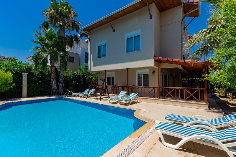 Paradise Town Villa Belmaria, vacation rental in Kadriye
