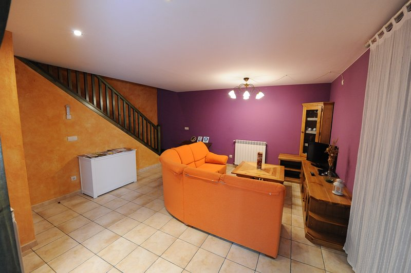 Spacious house with mountain view, holiday rental in Berdun