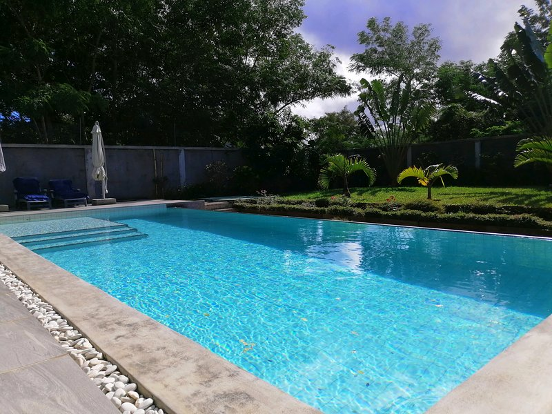 FRIENDLY Apt. 5 - Pool & beaches 5 min away !, location de vacances à Port-Louis