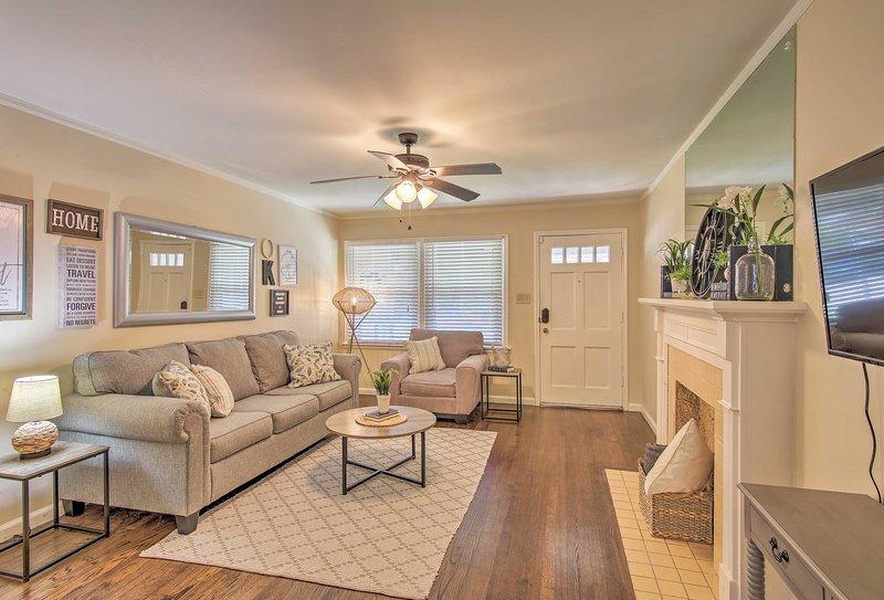 Plan an Oklahoma getaway & choose this lovely Tulsa house as your home base.