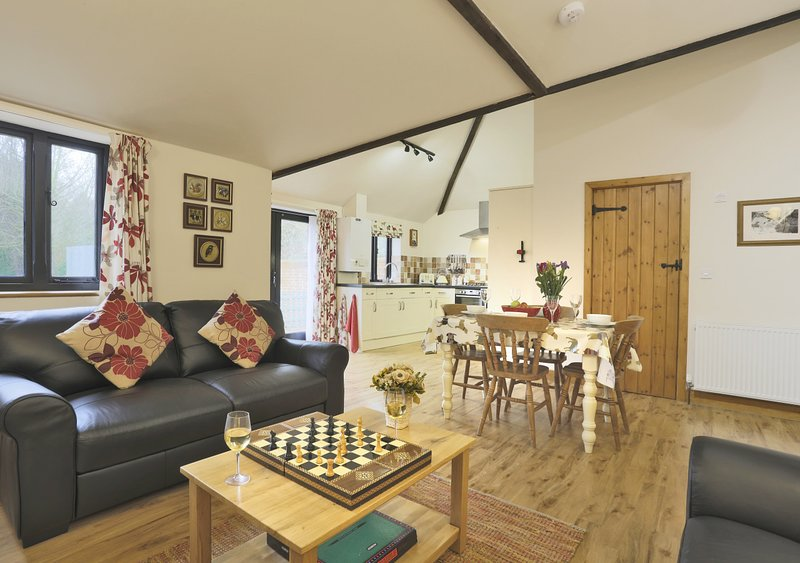 The Golden Cross, holiday rental in Flixton
