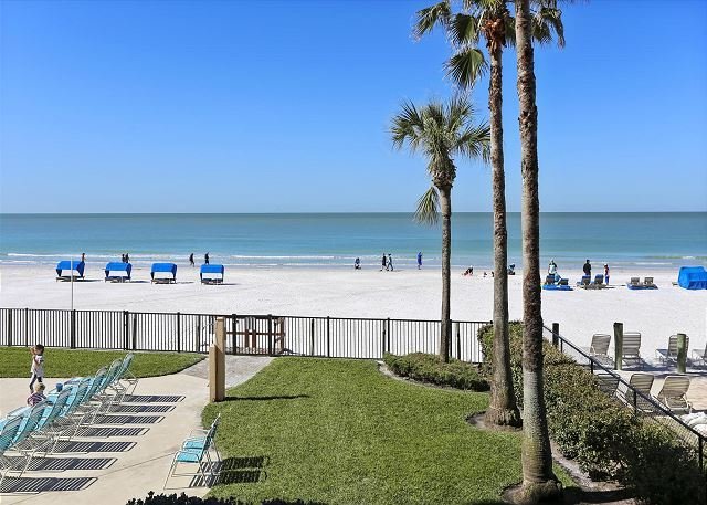 Emerald Isle 204 Beautiful Updates/Corner Condo/GREAT location!!, vacation rental in Tampa