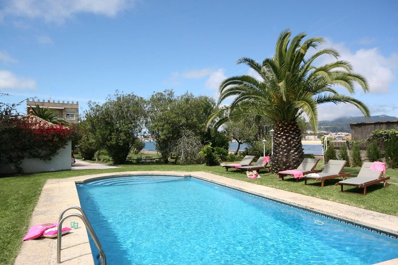 Ramallosa Villa Sleeps 9 with Pool and WiFi - 5604601, location de vacances à A Ramallosa