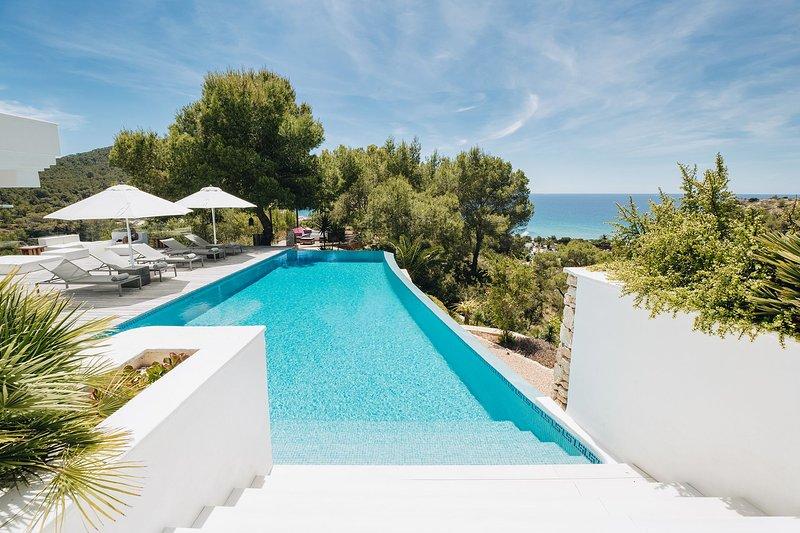 Villa Amber, holiday rental in Es Codolar