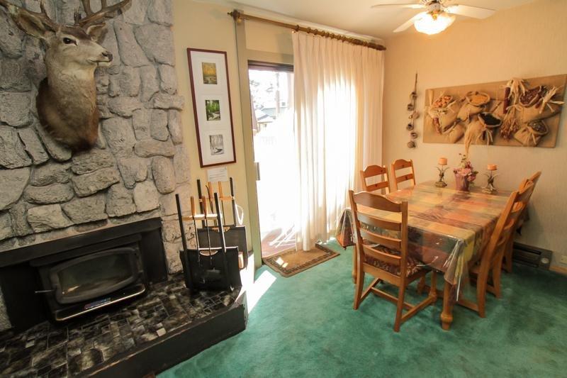 Meubels, stoel, woondecoratie, binnenshuis, plafondventilator