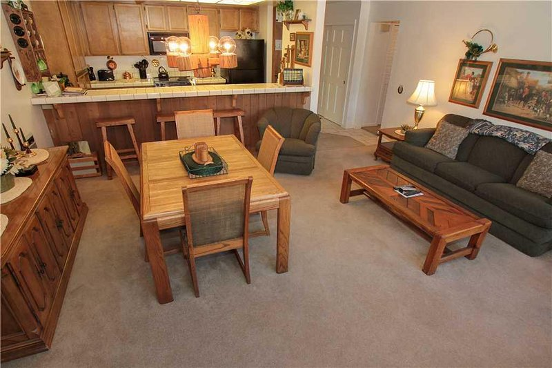 Couch,Furniture,Room,Indoors,Chair