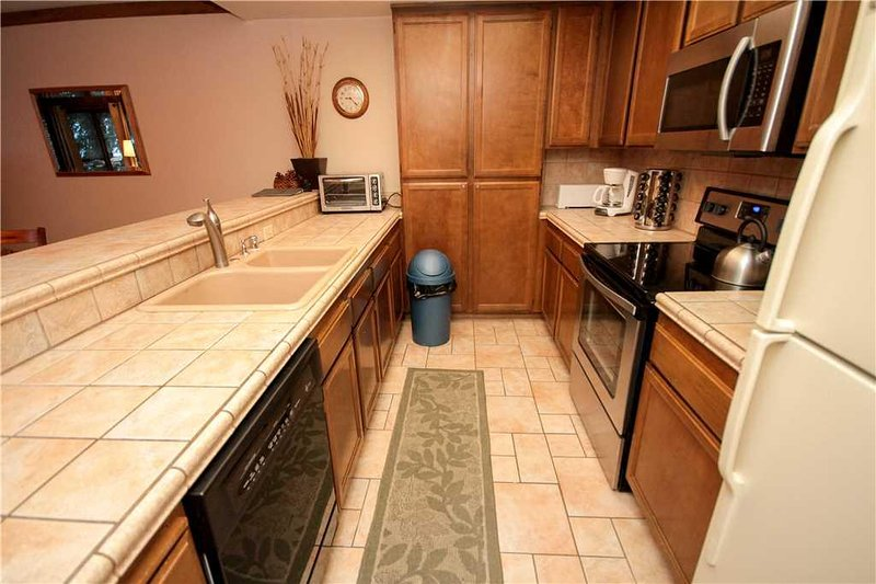 Room,Indoors,Flooring,Oven,Microwave