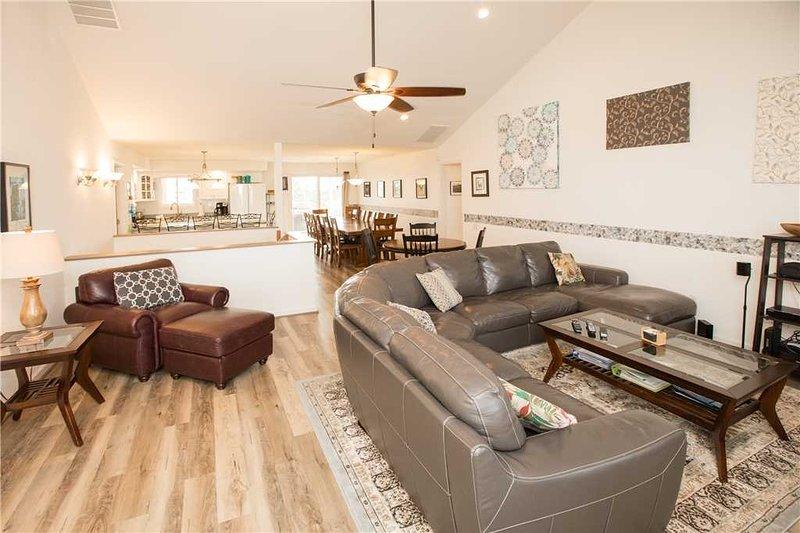 Meubles, table, intérieur, ventilateur de plafond, tapis