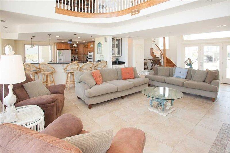 Furniture,Table,Living Room,Indoors,Room
