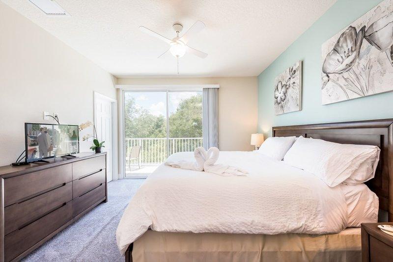 Furniture,Bed,Ceiling Fan,Indoors,Room