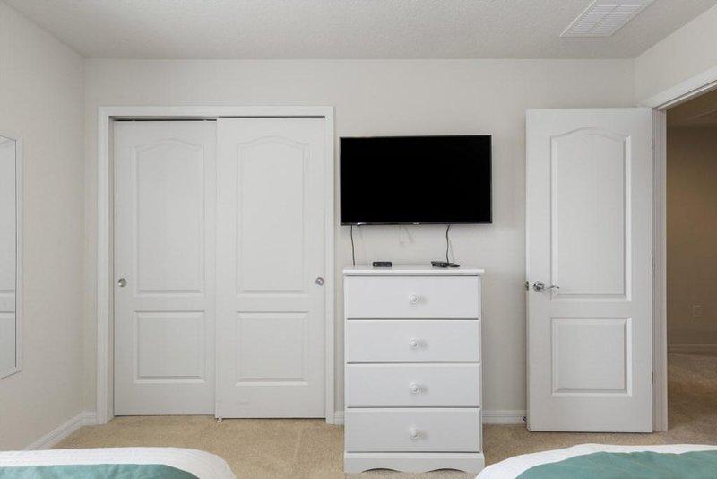 Furniture,Indoors,Screen,Door,Room