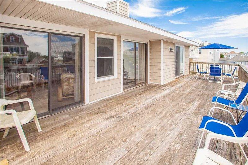 Porch,Flooring,Deck,Furniture,Chair