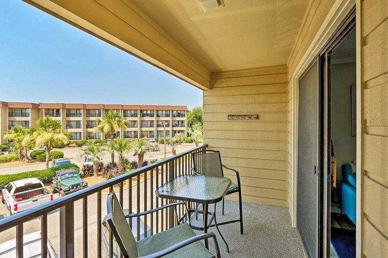 Tendrás todas las comodidades del hogar y un balcón privado.