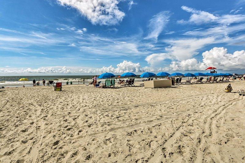 Una giornata in spiaggia è a pochi passi dal condominio!