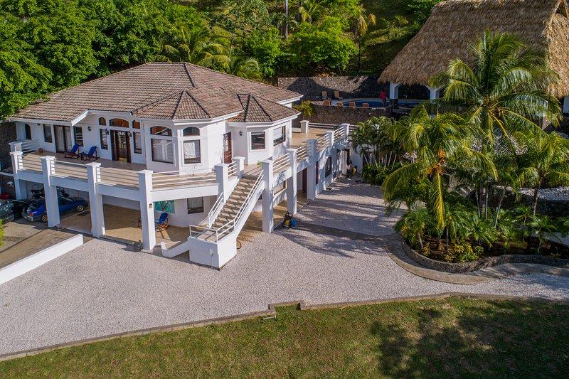 Ocean view villa w/ incredible pool, terrace & shared tennis/gym/beach club!, vacation rental in Playa Matapalo