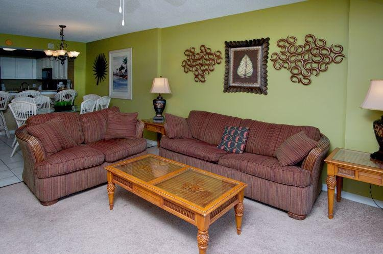 Indoors,Room,Living Room,Couch,Furniture