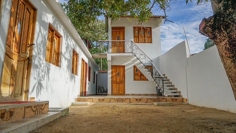 Cabaña las palmas con baño privado y aire, alquiler de vacaciones en Isla Tintipán