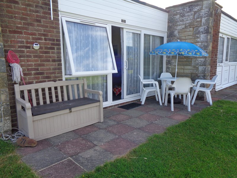 2 bedroom, self catering bungalow, within easy reach of the beach., vacation rental in Freshwater