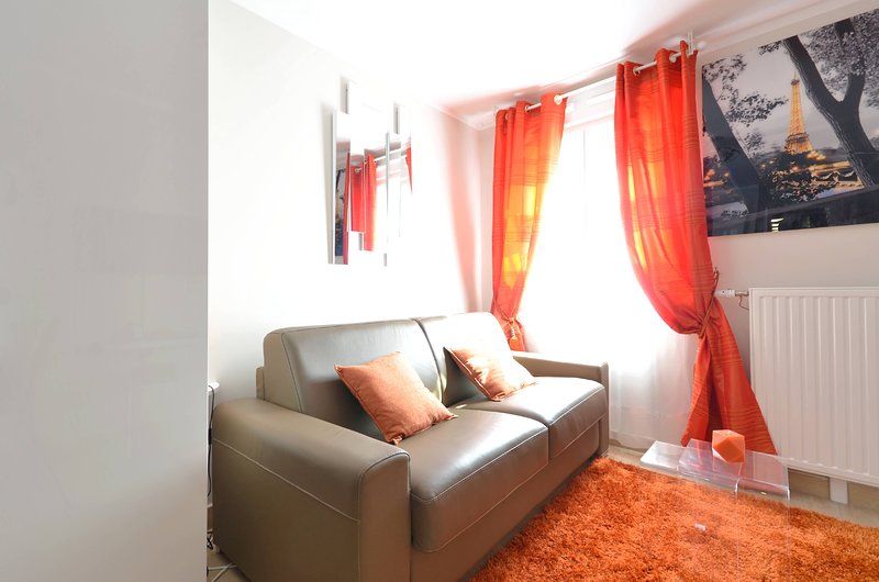Orange studio Serris, vacation rental in Conde-Sainte-Libiaire