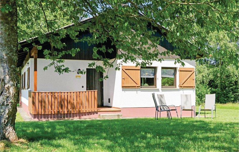 Beautiful home in Thalfang with WiFi and 2 Bedrooms (DHU238), alquiler de vacaciones en Waldrach