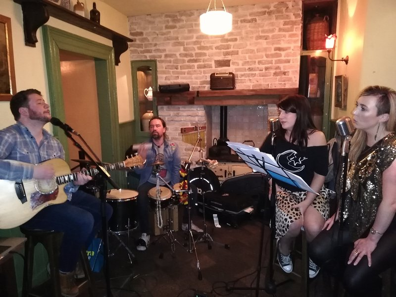 Traditional Music session in McGings Pub