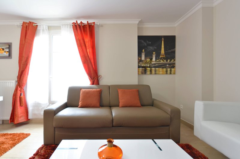 Luxury Orange Paris, vacation rental in Conde-Sainte-Libiaire