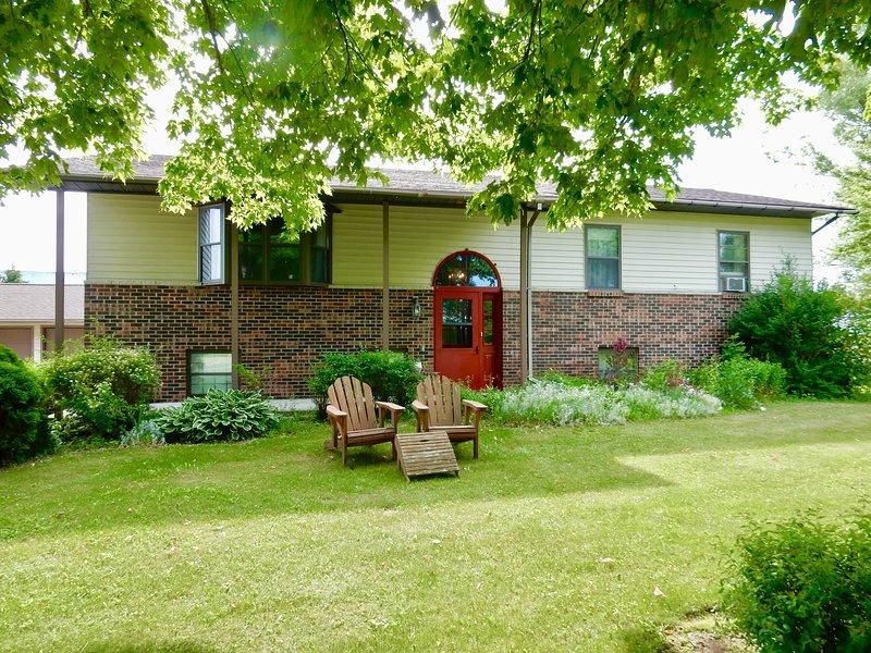 Breezy Acres 2BR 1 BA Farmhouse Apartment Sleeps 4 - Fish, Hunt, Snowmobile, Ski, holiday rental in Cooks