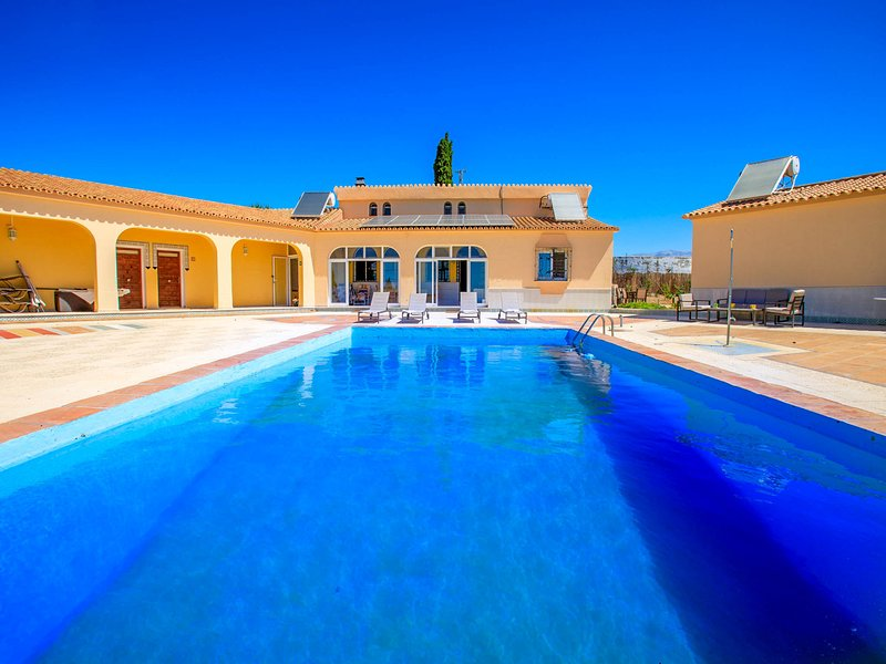 Almayate Alto Villa Sleeps 12 with Pool and Air Con - 5808867, holiday rental in Valle Niza