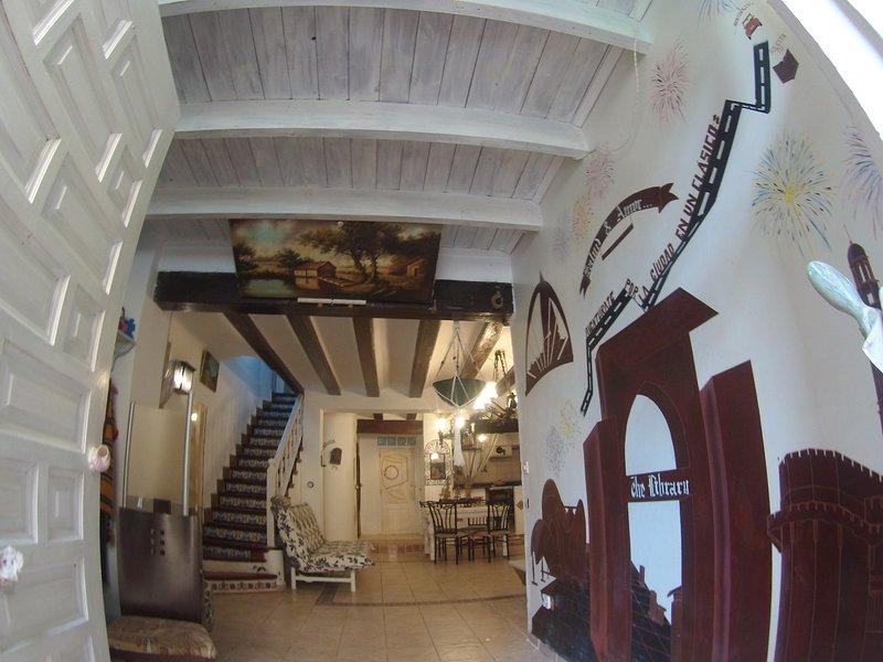 Ideal Grupos, junto al  ' Museo de la Seda '  totalmente Centrico, holiday rental in Grao