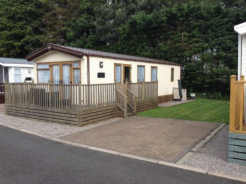 Brand new static caravan, holiday rental in Stainburn